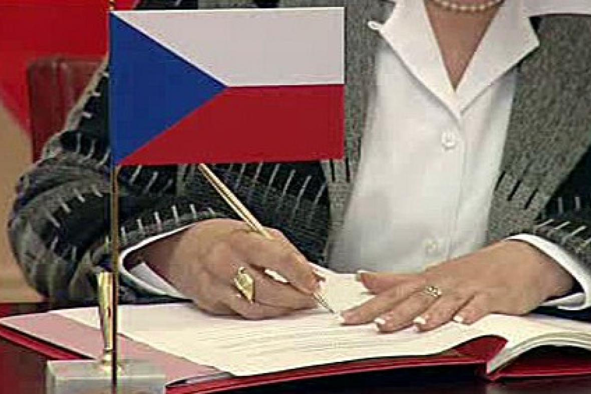 Podpis smlouvy SOFA