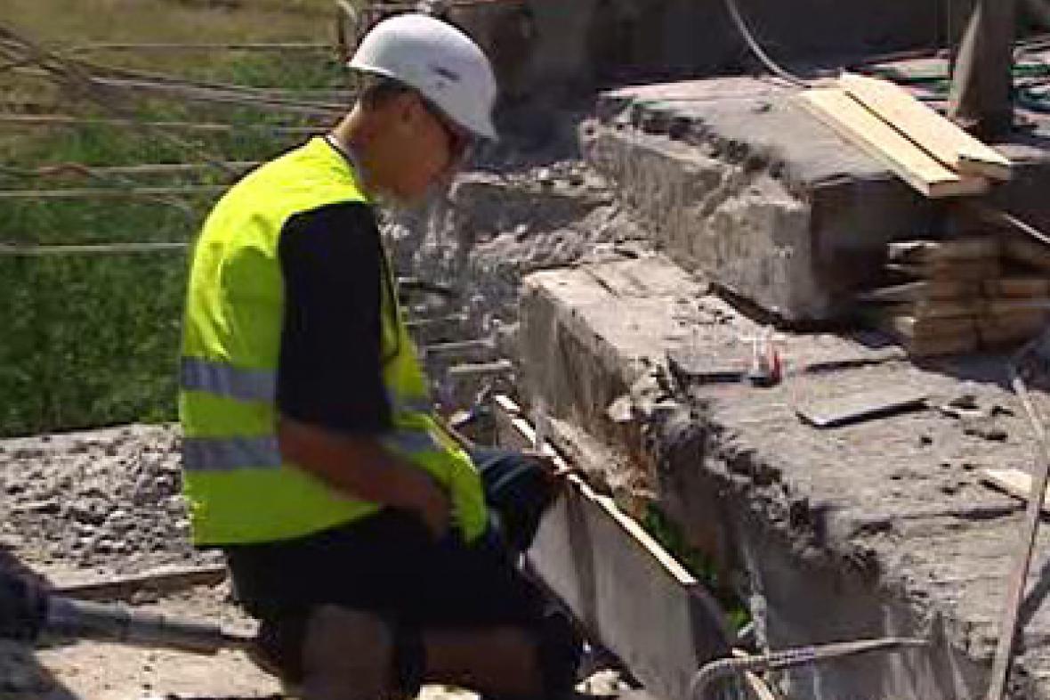 Oprava poškozeného mostu