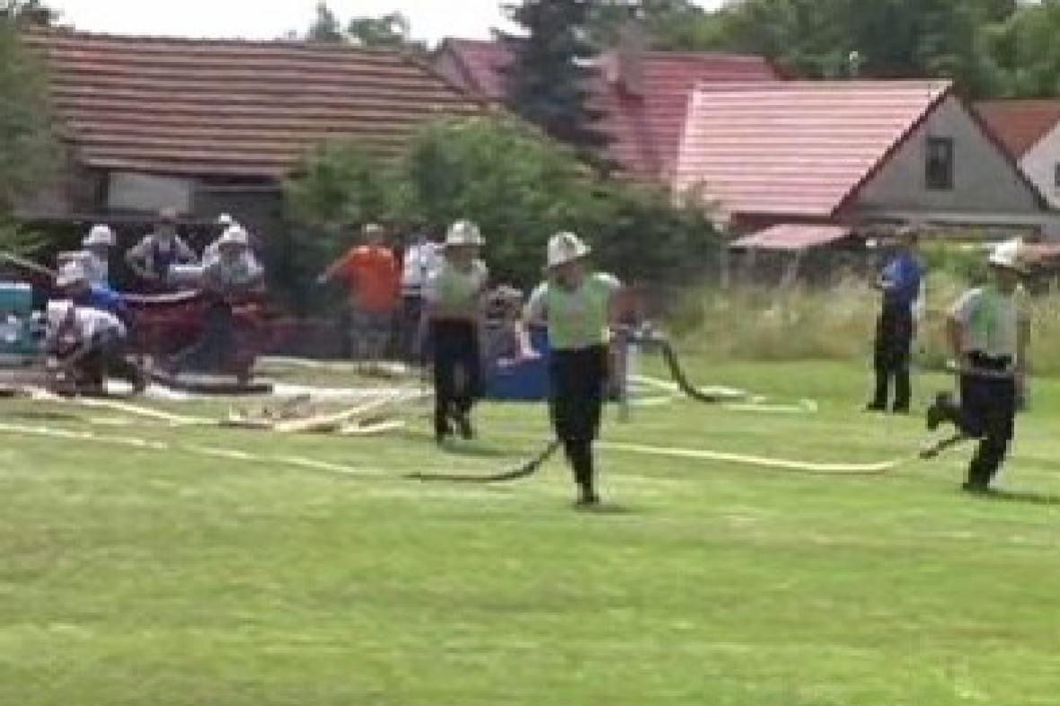 Hasiči při tradiční soutěži