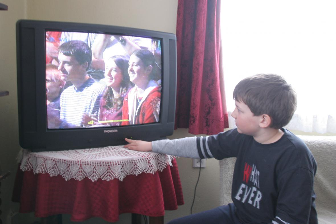 Dítě u televize