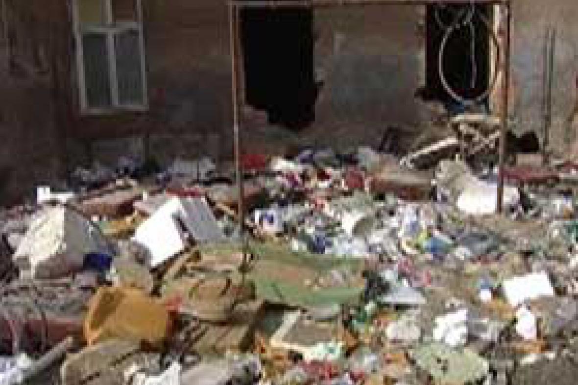 Odpadky ve dvoře