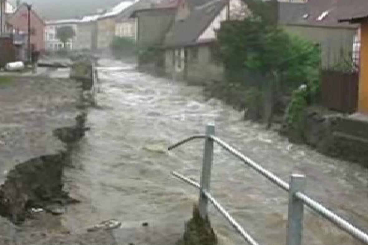 Ulice v Javorníku zasažená záplavami