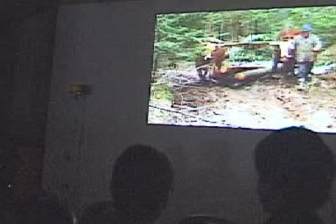 Diváci sledují pořad lokální televize