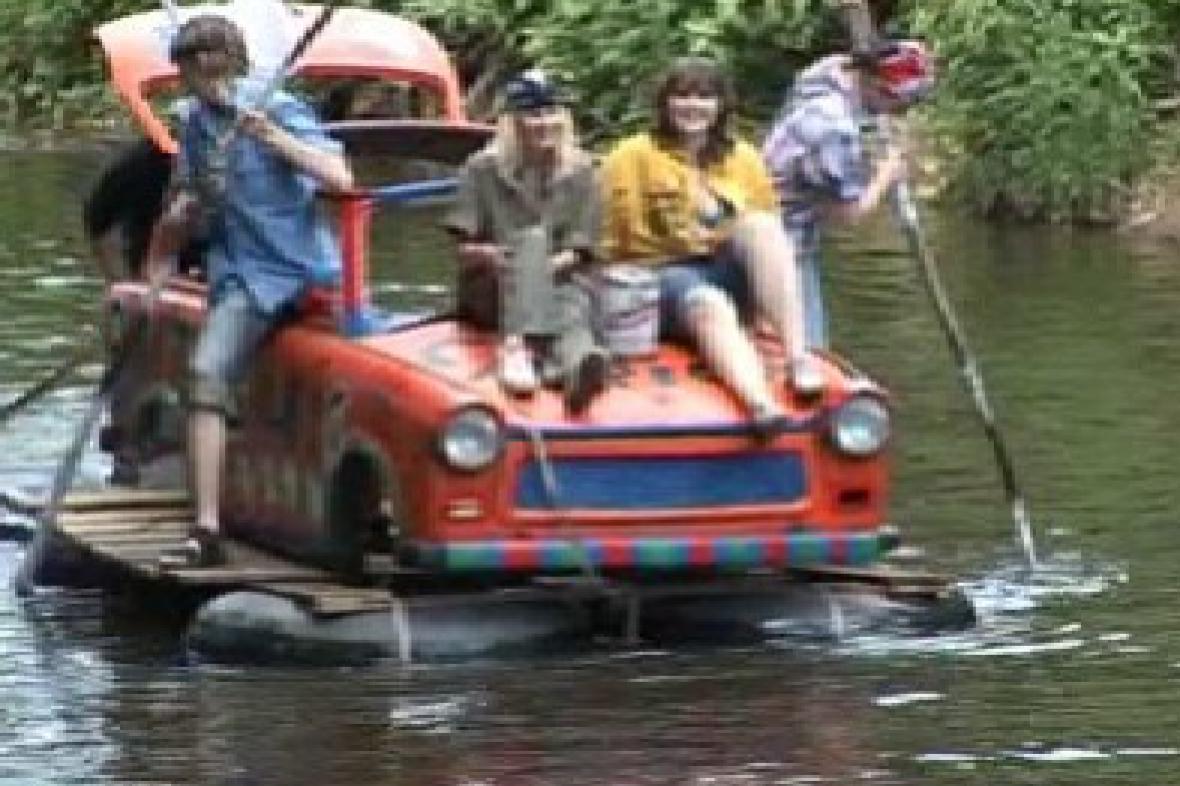 Plovoucí trabant při Oslaviádě