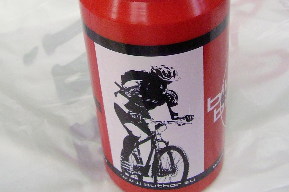 Nebezpečná cyklistická láhev