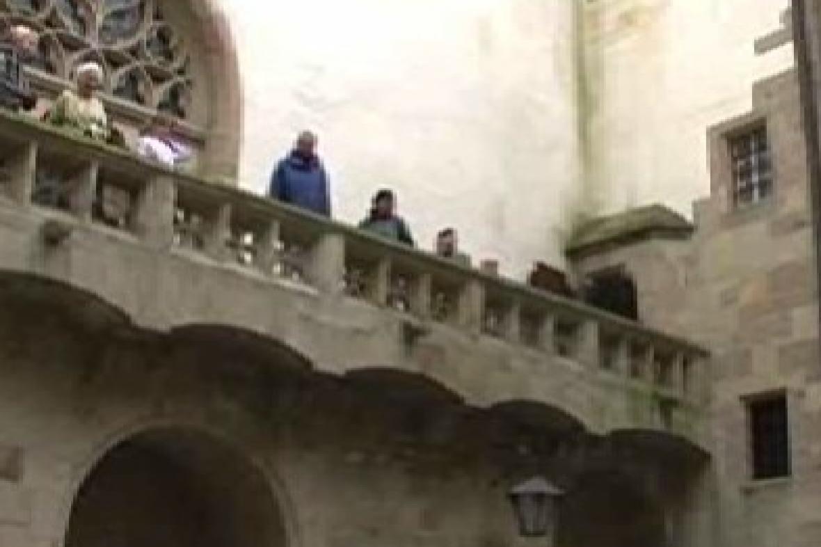 Návštěvníci při prohlídce Křivoklátu