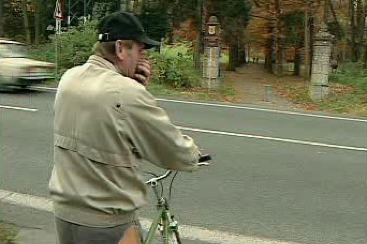 Cyklista u silnice