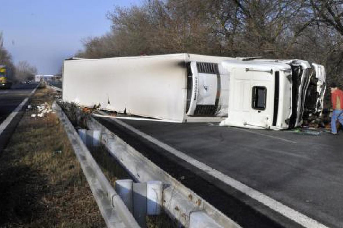 Převrácený kamion