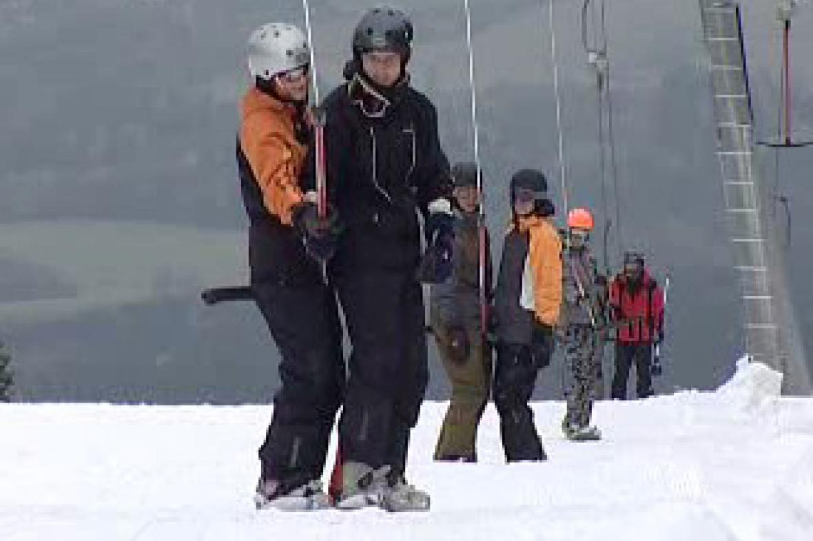 Snowboardisté na vleku