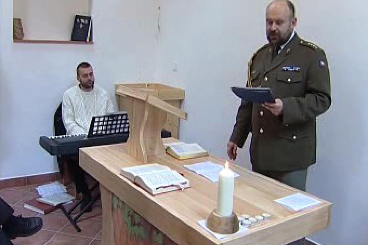 Interiér armádní kaple v Bechyni