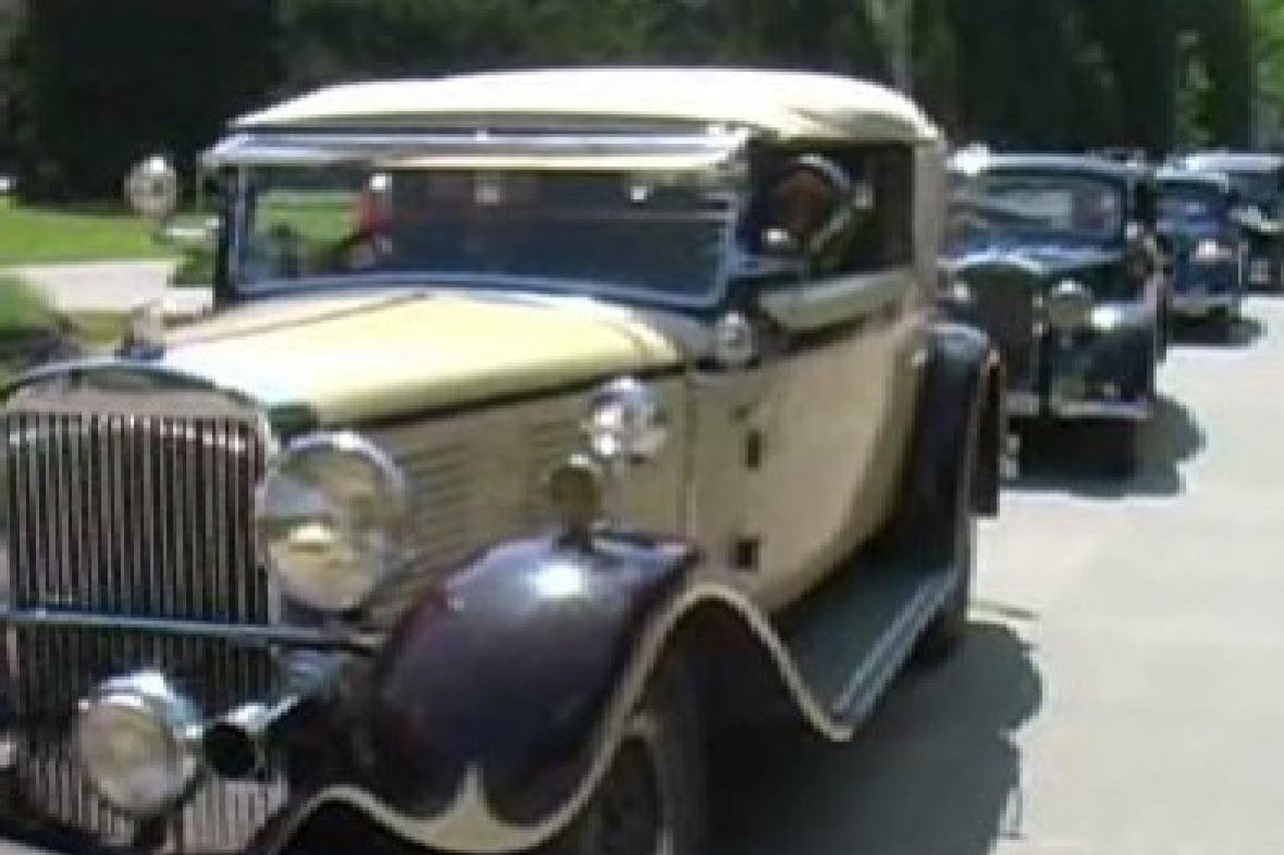 Historická auta na přehlídce v Luhačovicích