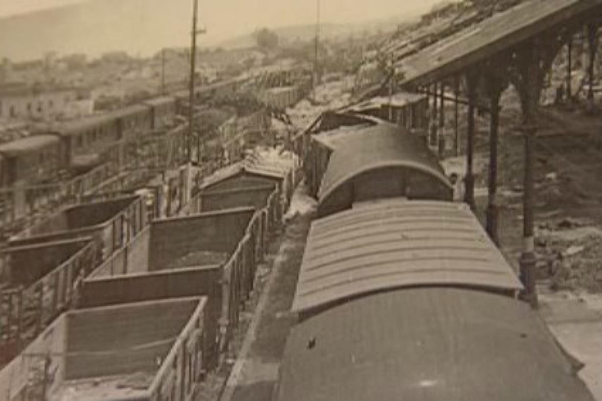 Karlovarské nádraží po náletu