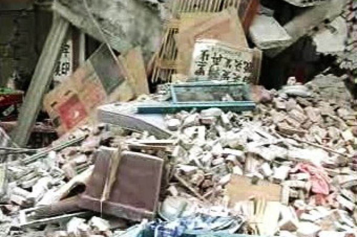 Zřícený dům po zemětřesení
