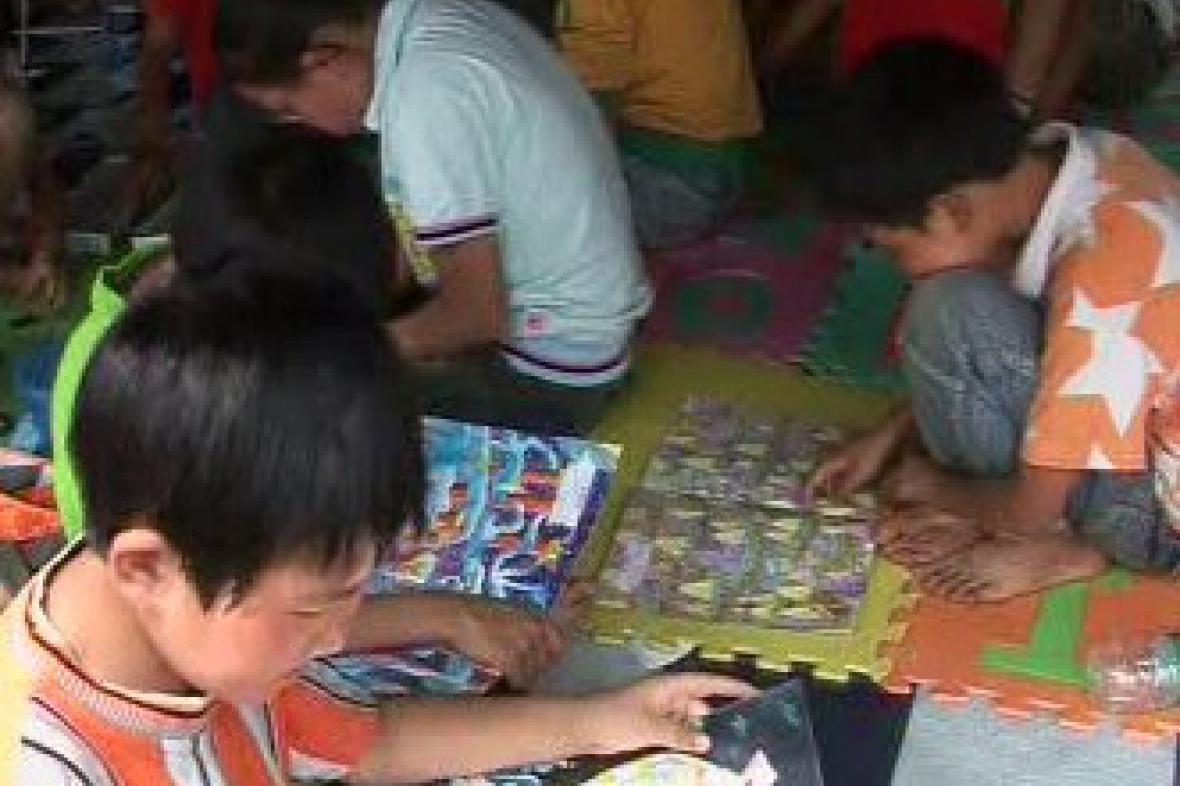Čínské děti v evakuačním táboře