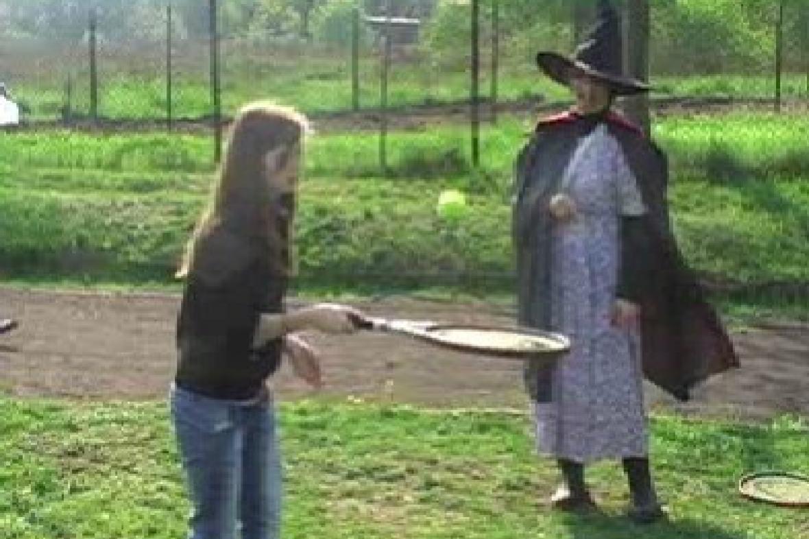 Soutěž dětí za dohledu čarodějnice