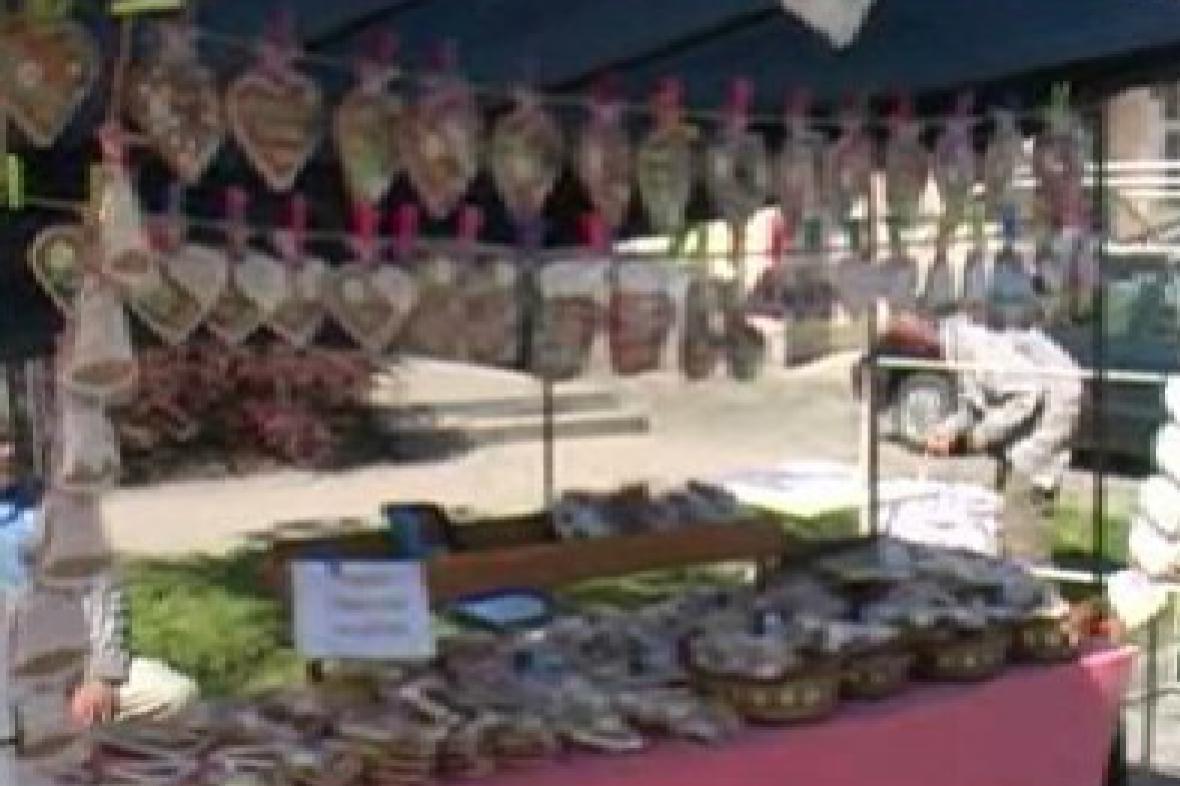Výrobky lidových řemesel na jarmarku