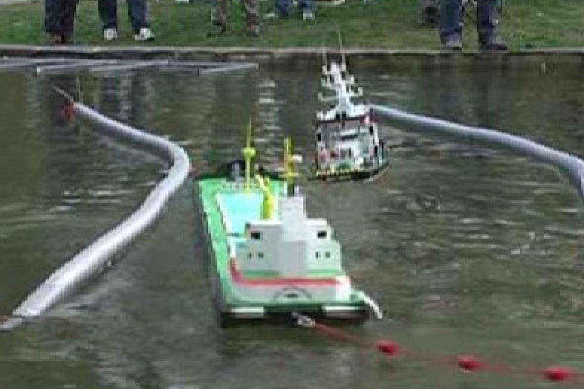 Lodní modely na závodním kanálu