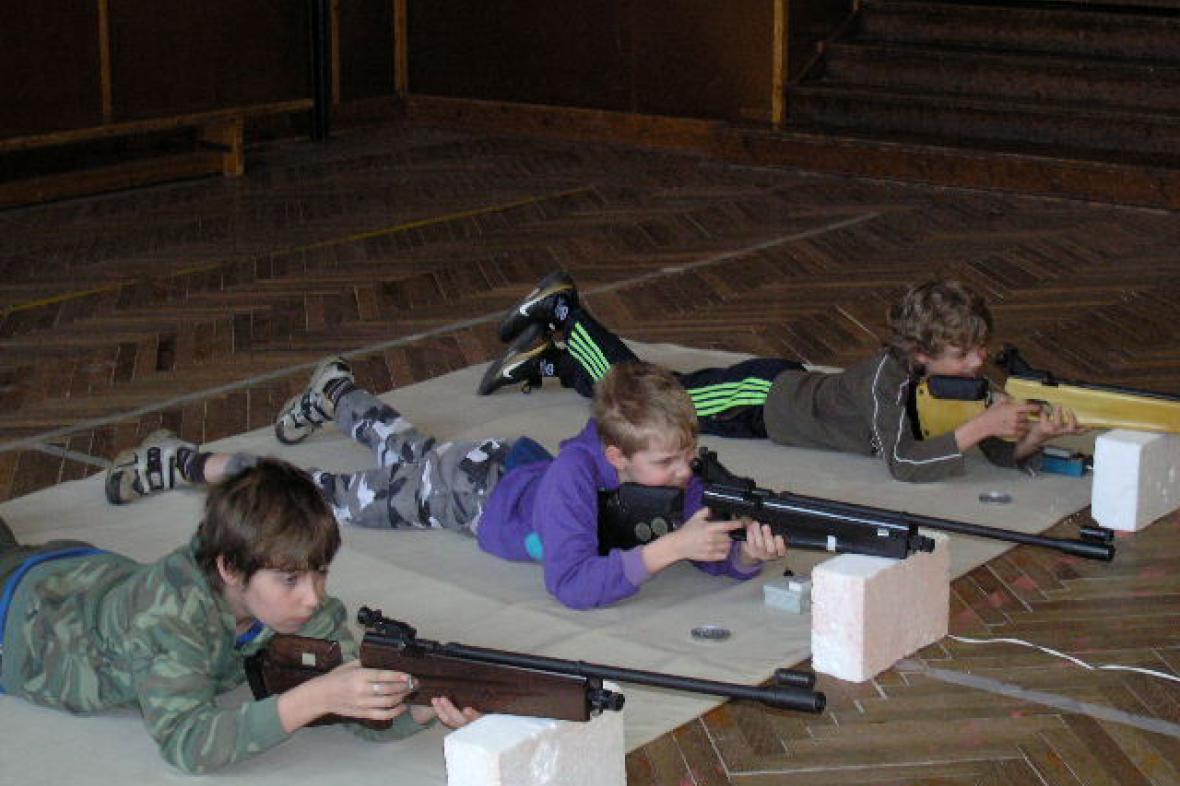 Mladí střelci na soutěži v Šumné