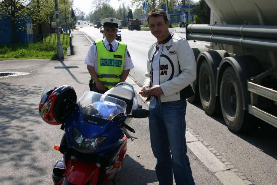 Policie kontrolovala motorkáře