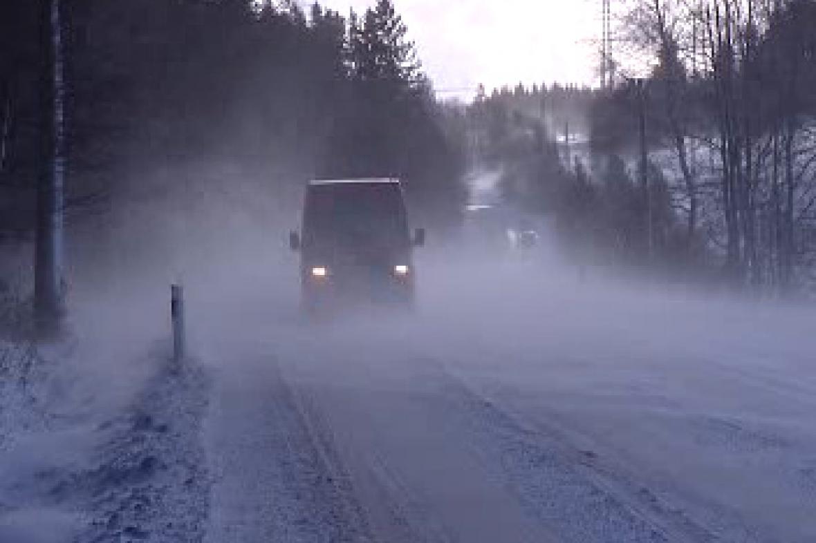 Zasněžená silnice