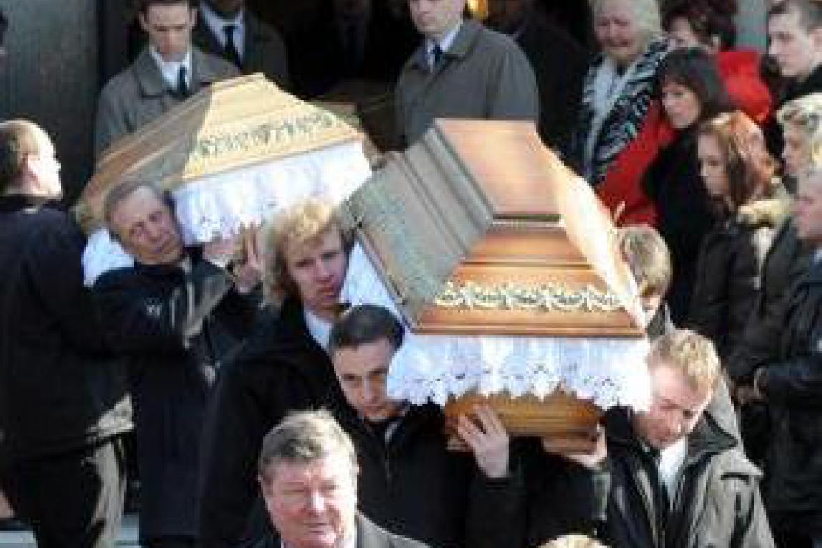 Pohřeb obětí v Petřvaldě