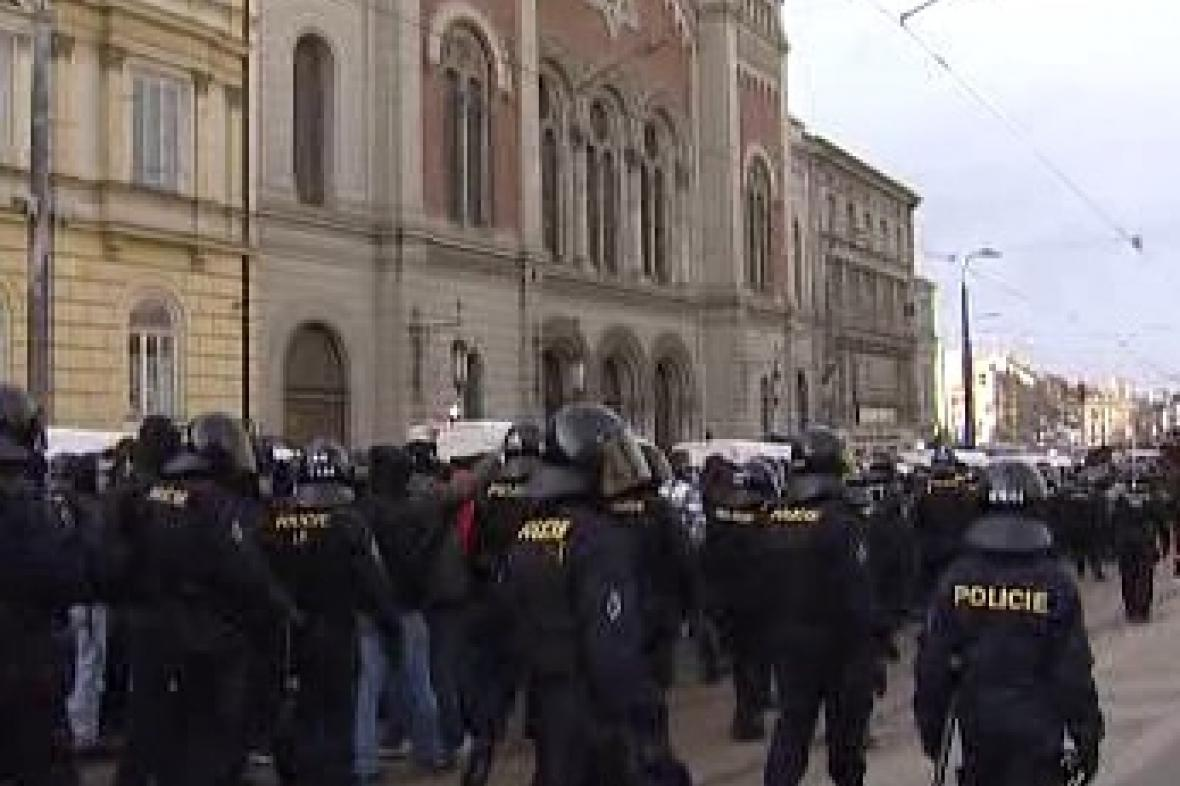 Policie dohlíží na pochod neonacistů