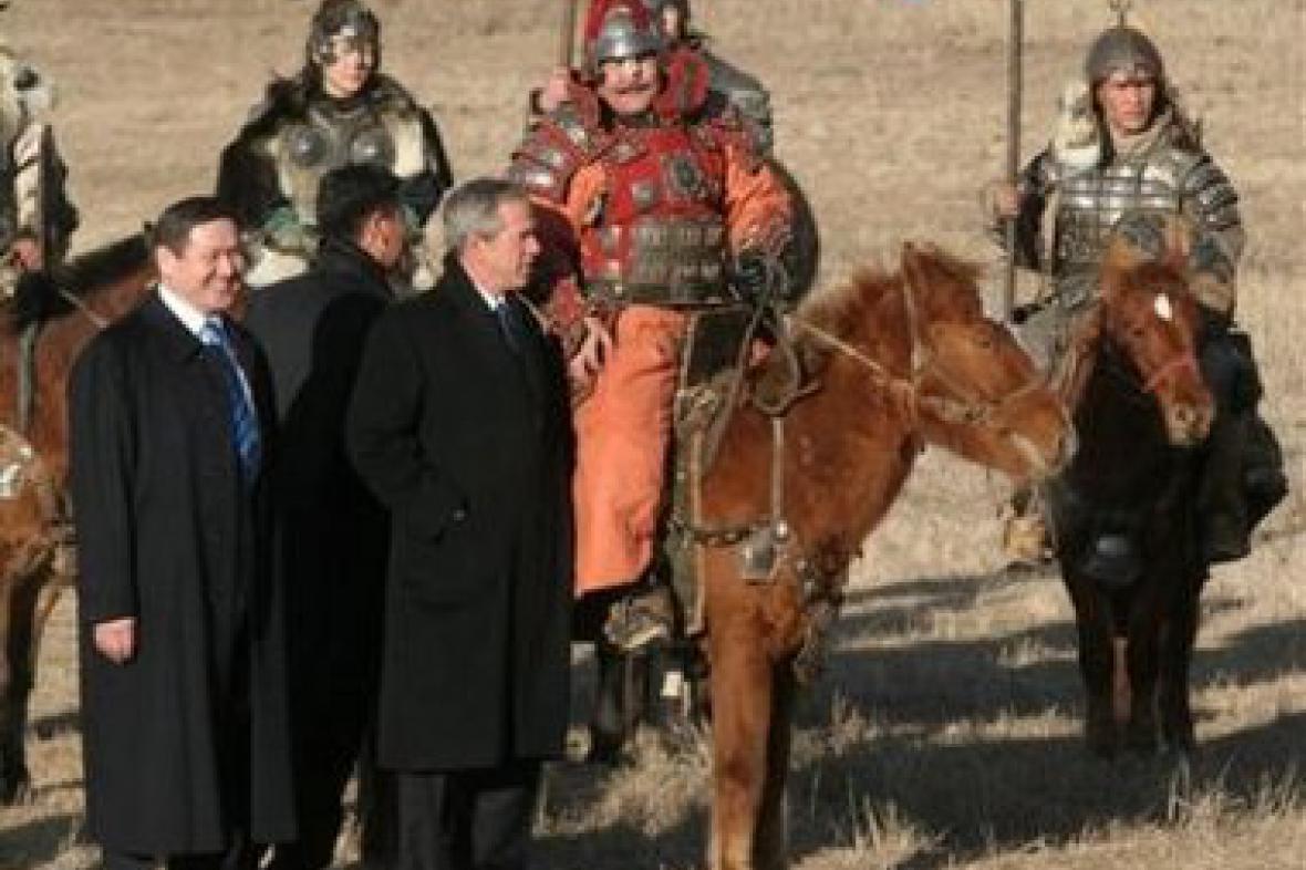 Mongolský premiér Bajar s Georgem Bushem