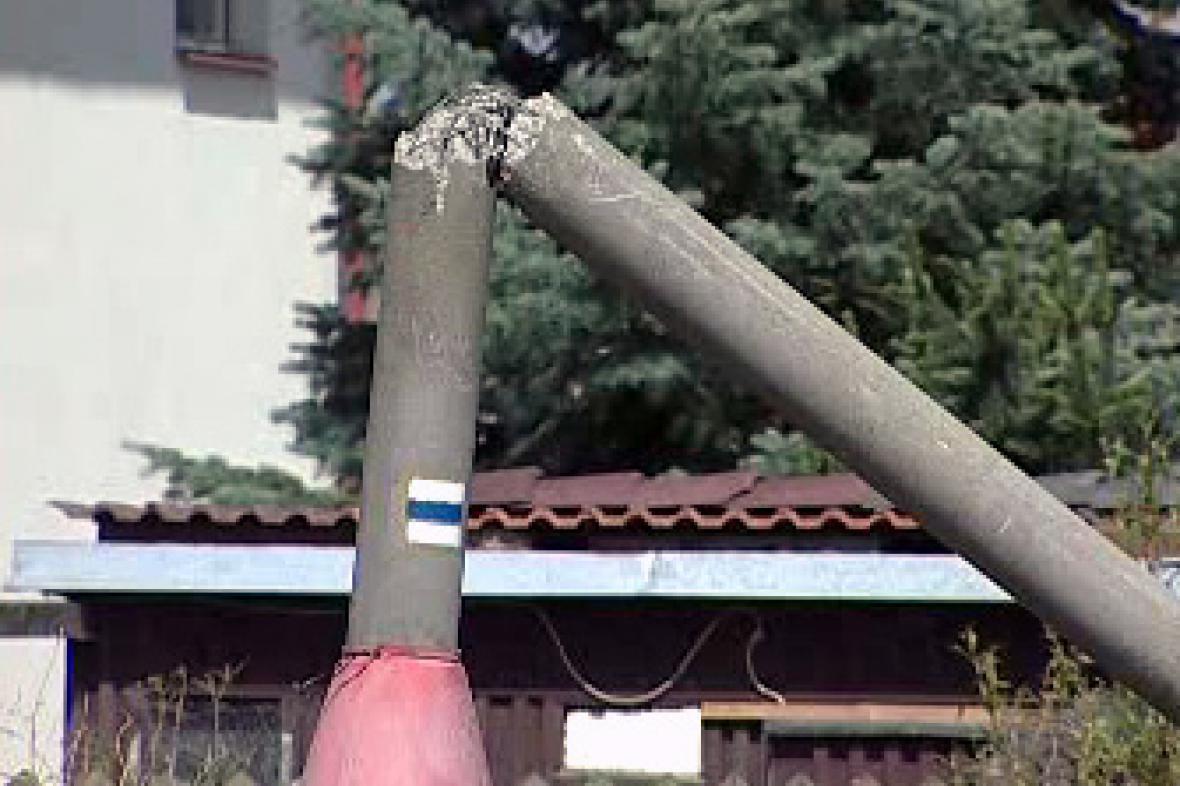 Zlomený stožár pouličního osvětlení