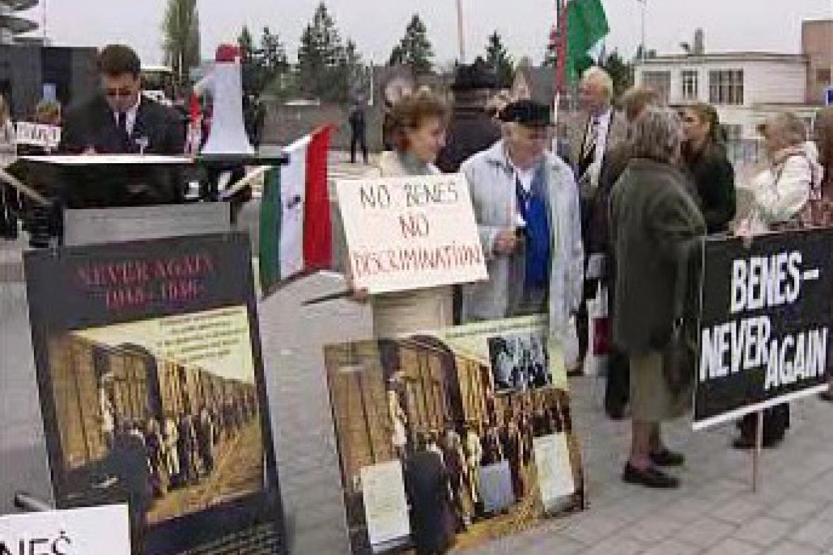 Demonstrace proti Benešovým dekretům