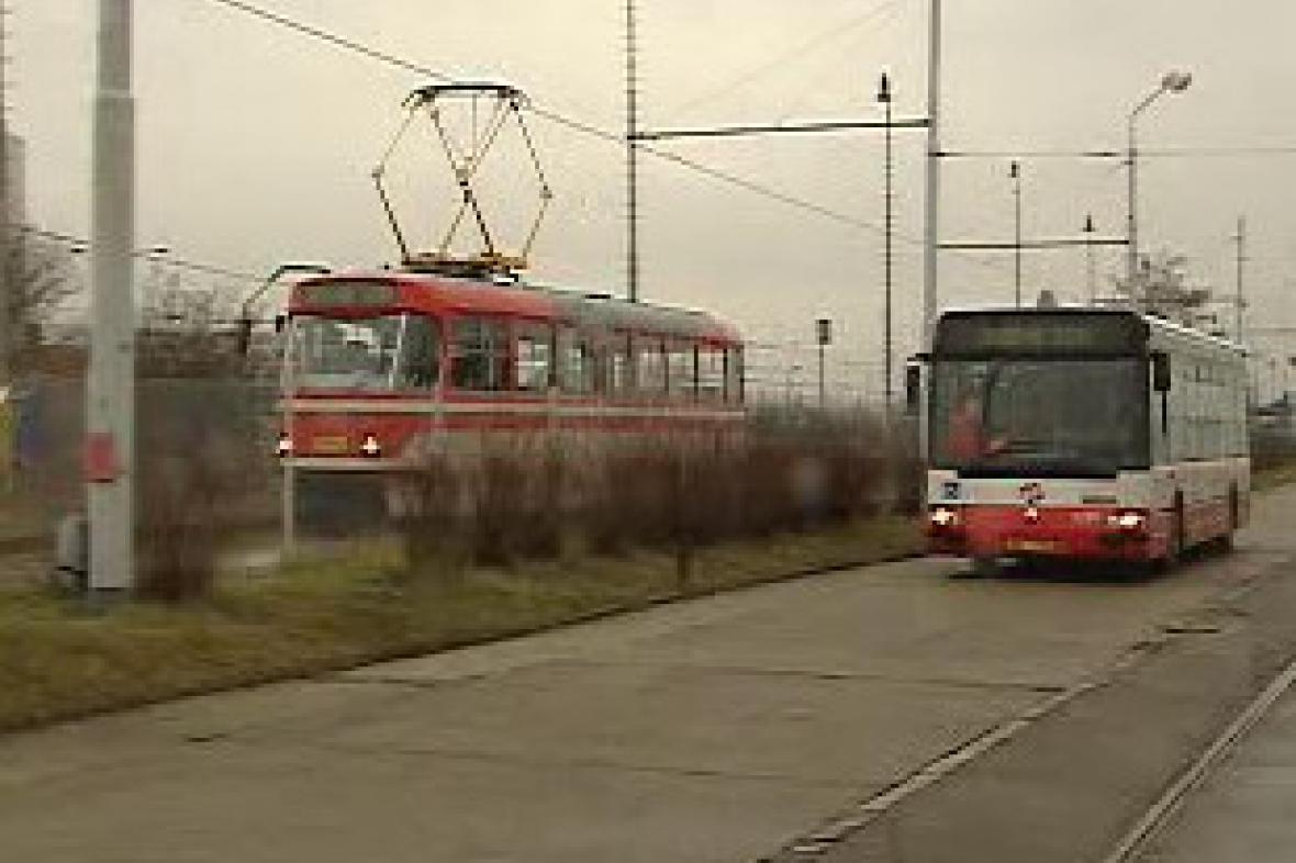 Tramvaj a autobus