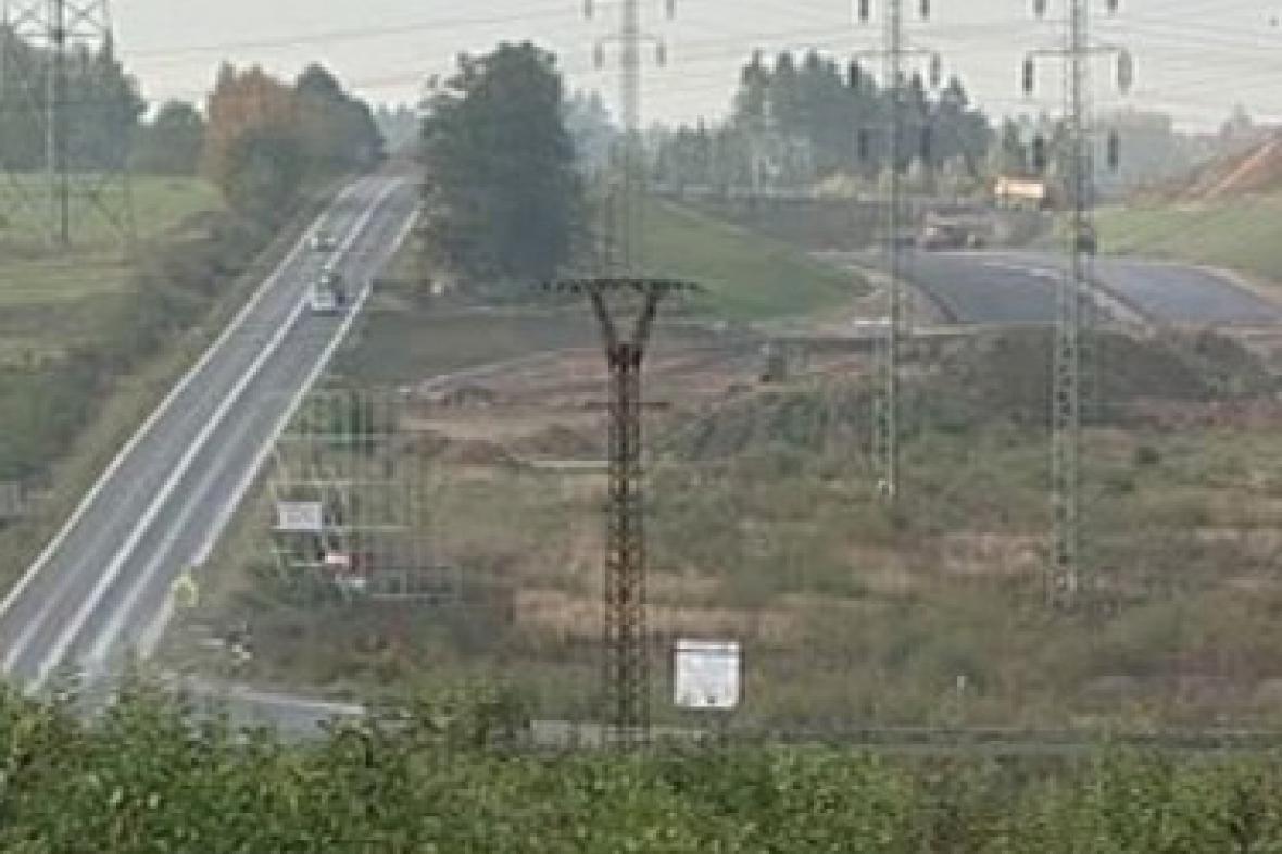 Výstavba silnice na Karlovarsku