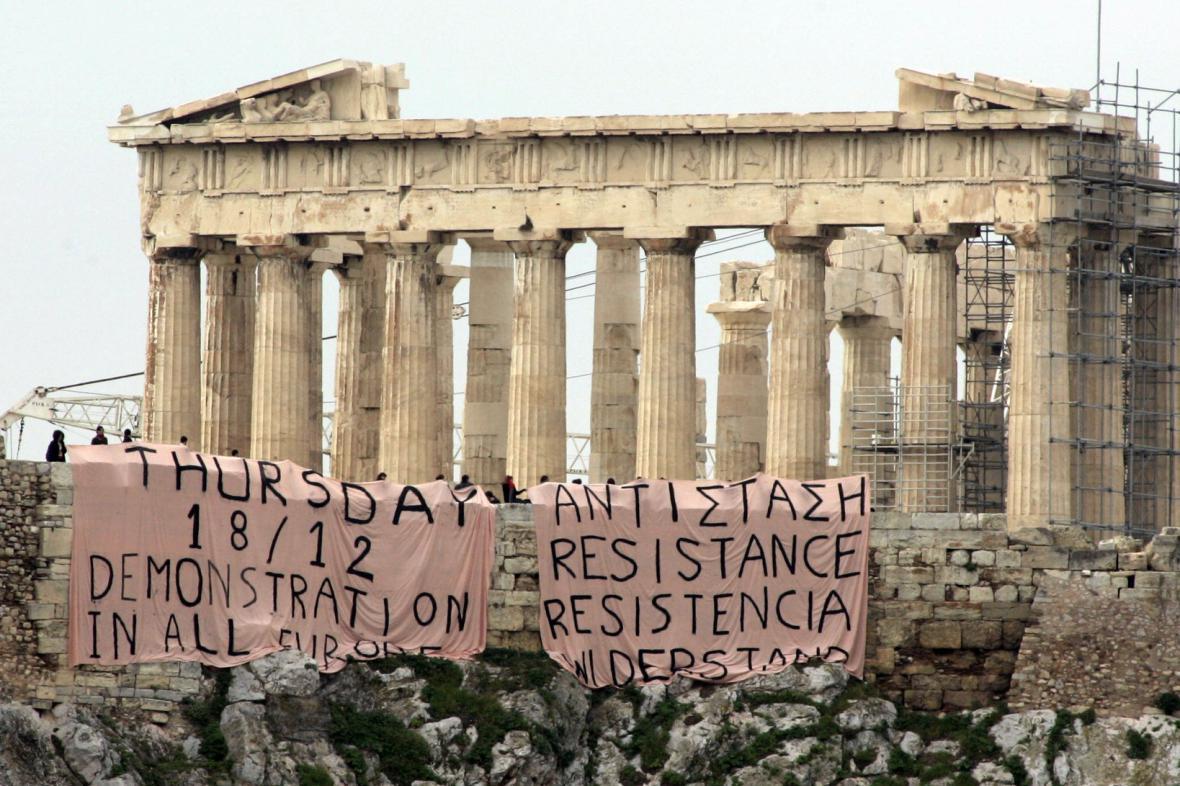 Transparenty na Akropoli