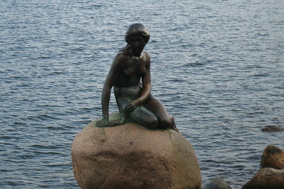 Malá mořská víla v kodaňském přístavu