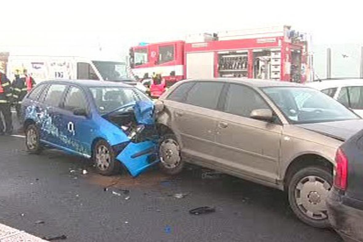 Hromadná nehoda na rychlostní silnici