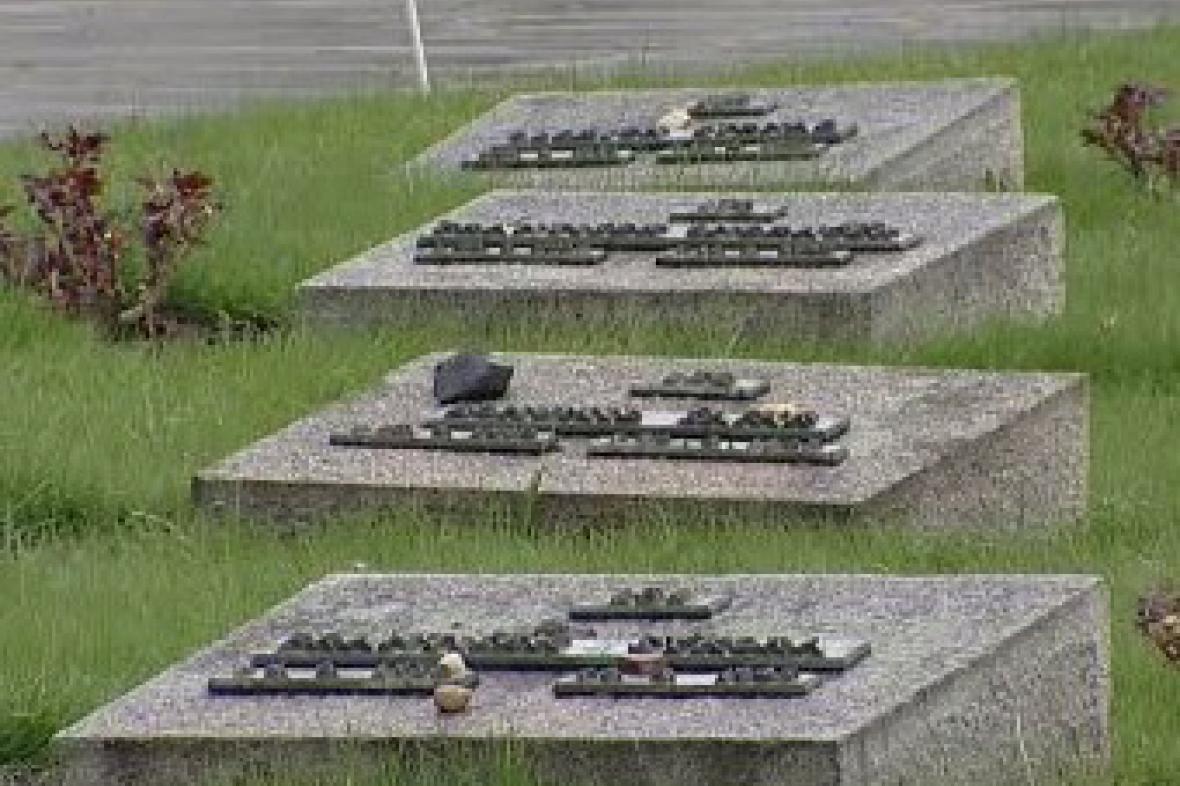Náhrobky v terezínském památníku