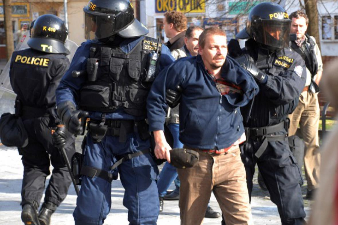 Zásah policistů vůči pravicovému extrémistovi v Litvínově