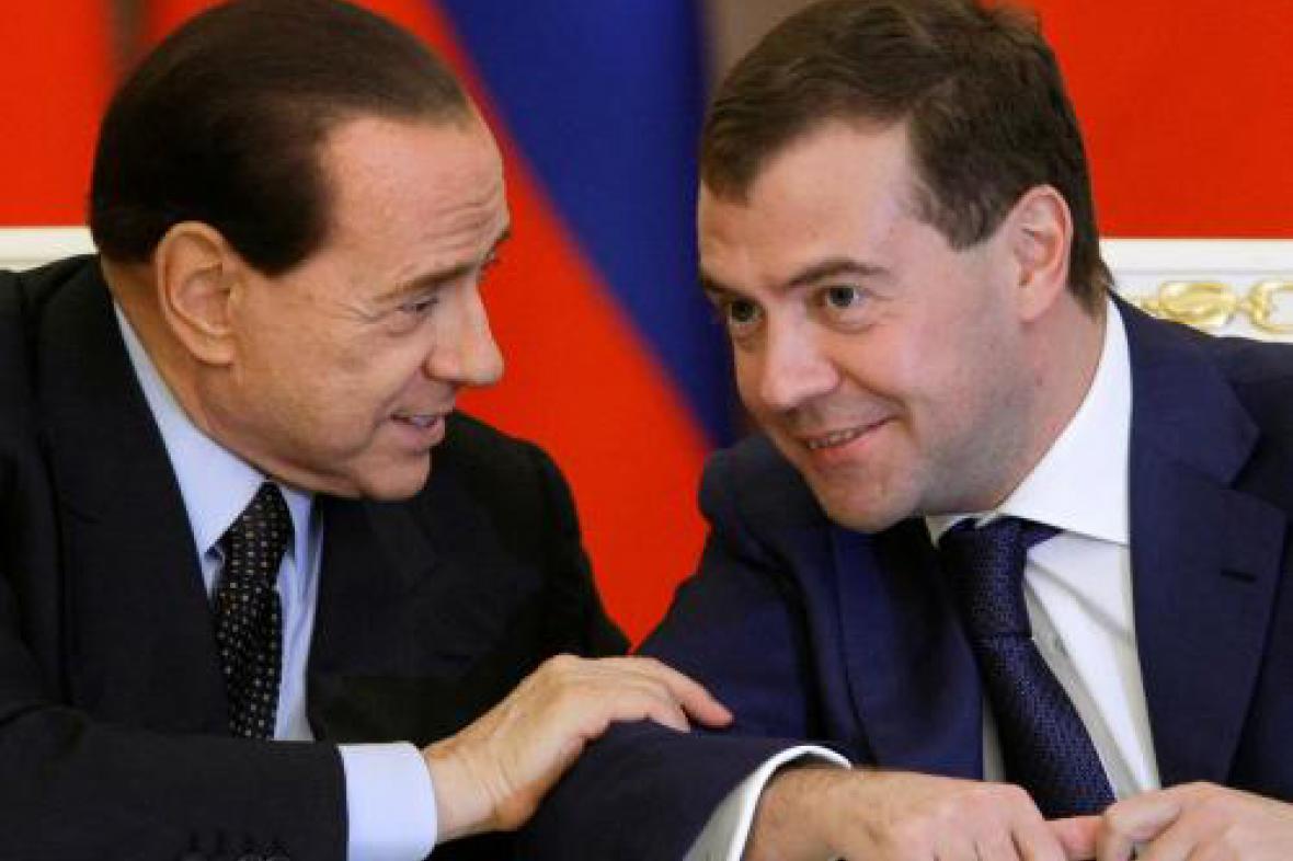 Silvio Berlusconi a Dmitrij Medveděv