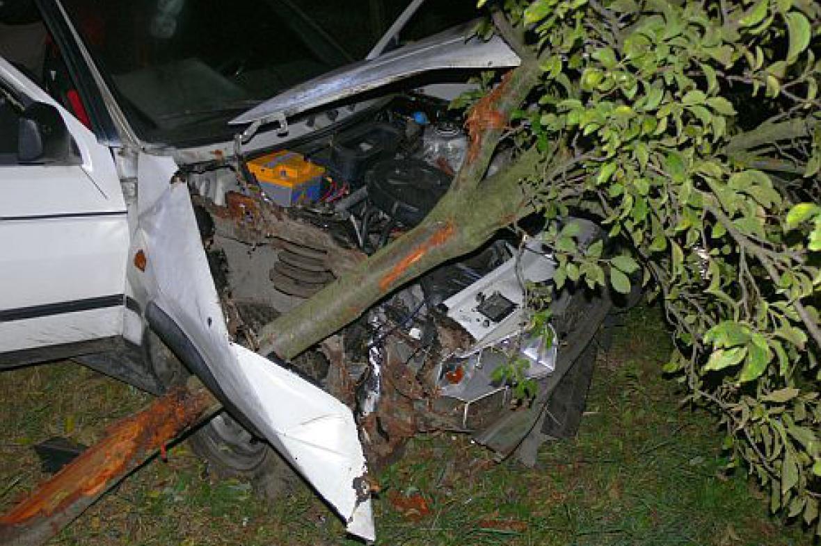 Náraz auta do stromu