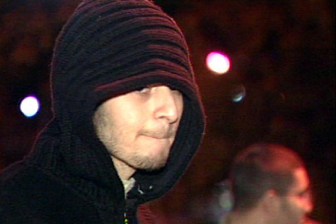 Mladík v kapuci