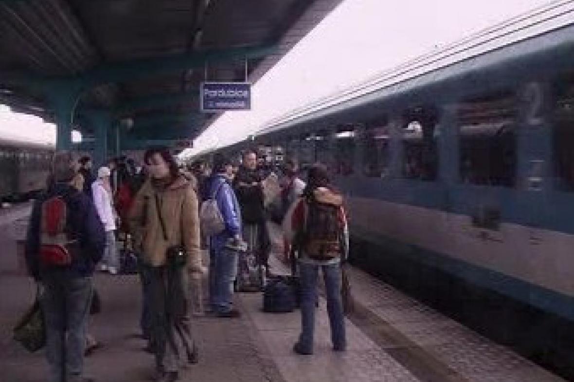 Lidé na nádraží