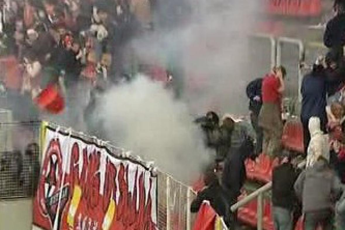 Řádění fotbalových výtržníků