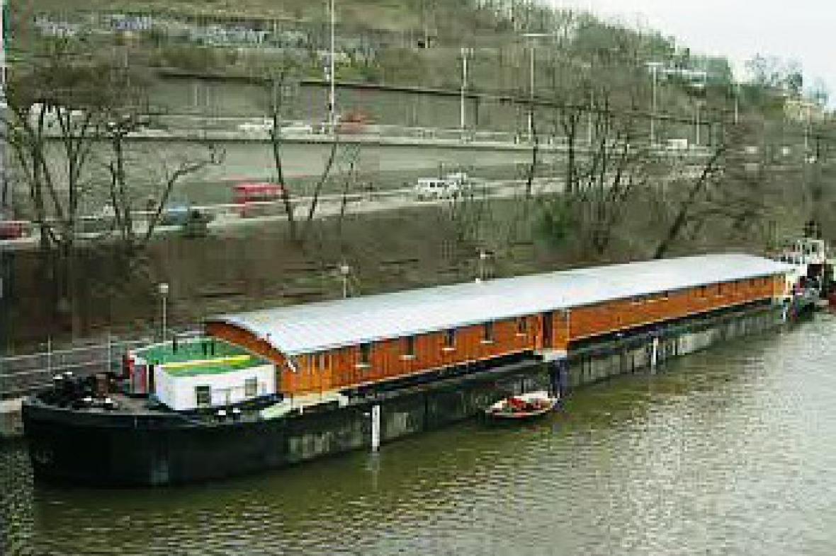 Loď pro bezdomovce