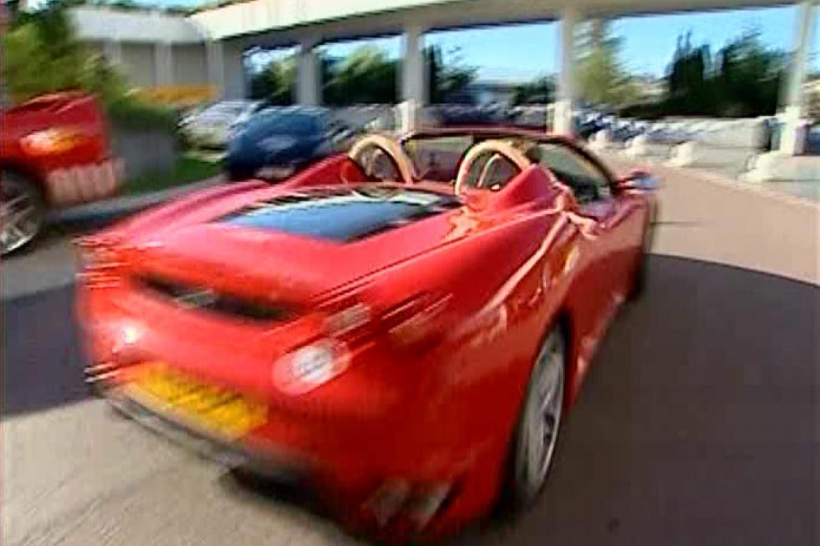 Nelegální závod aut
