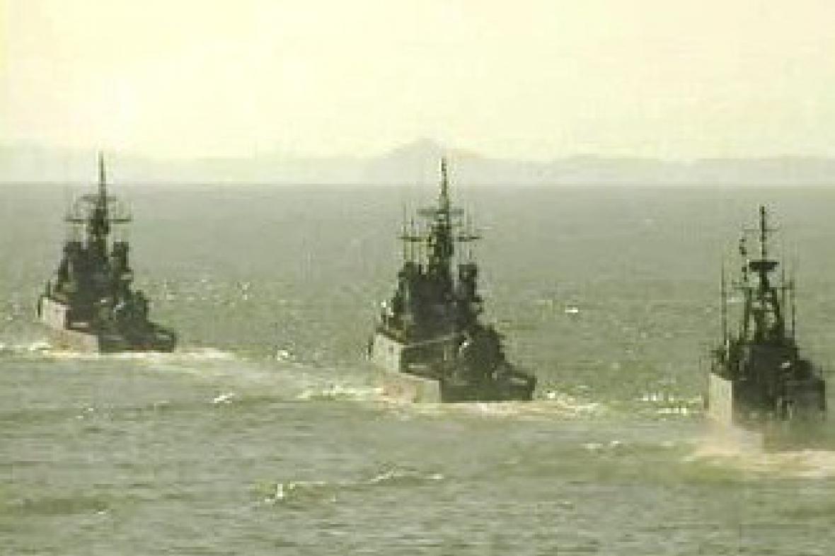 Válečné fregaty míří do somálských vod