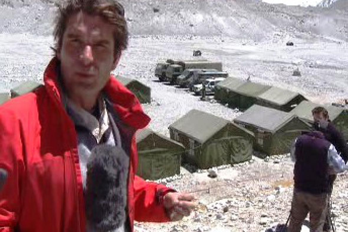 Zpravodaj ČT Tomáš Etzler pod Everestem