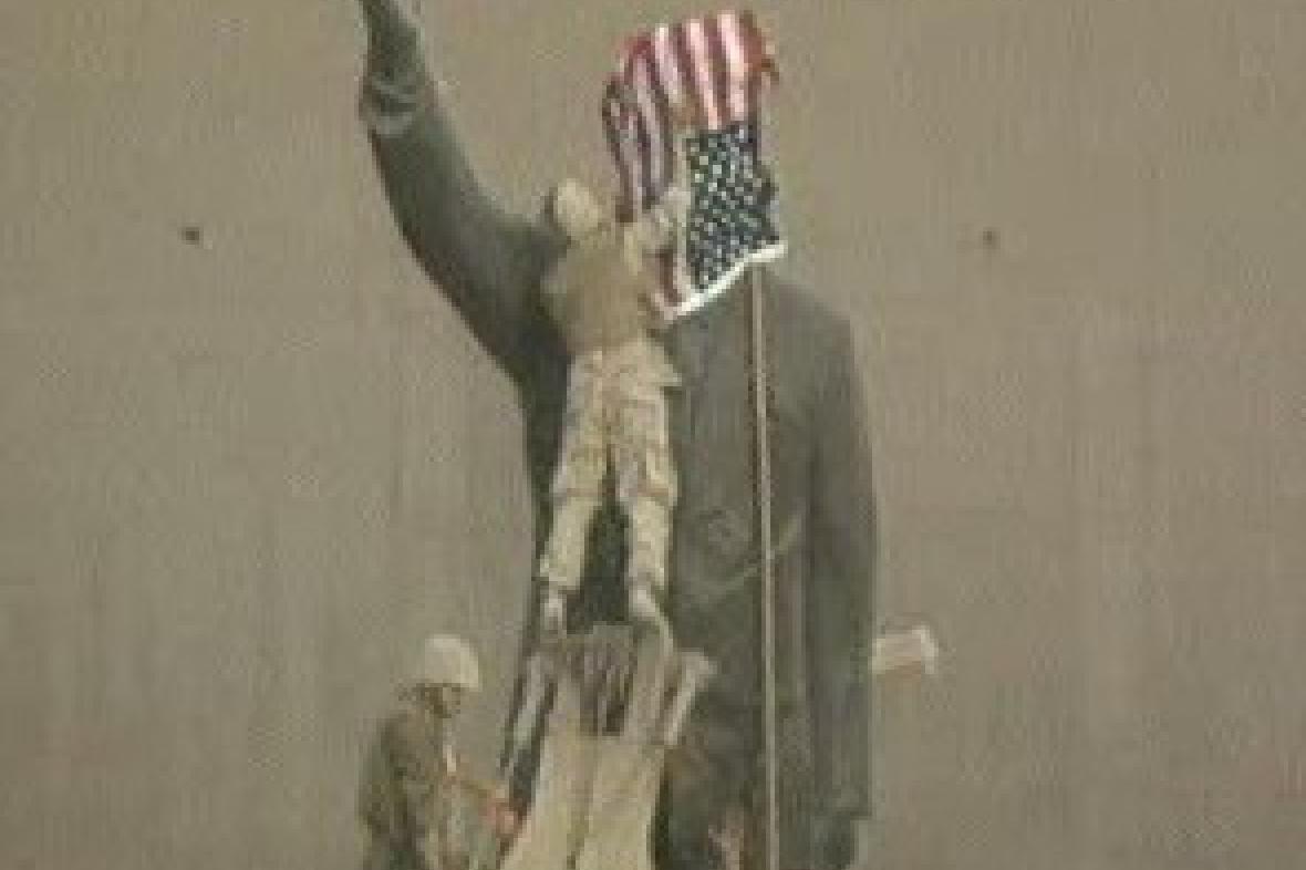 Američané u sochy Saddáma