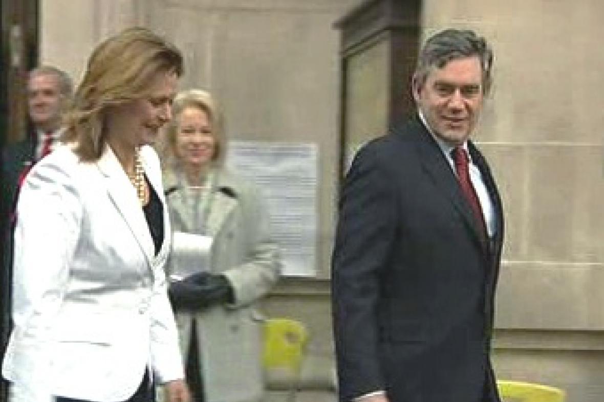 Britský premiér Gordon Brown s manželkou Sarah
