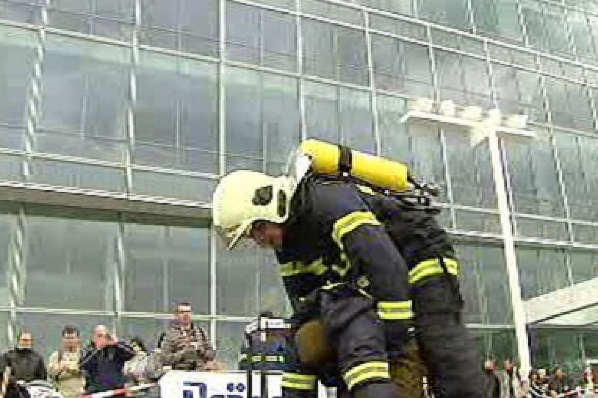 Hasičské klání před pankráckými mrakodrapy