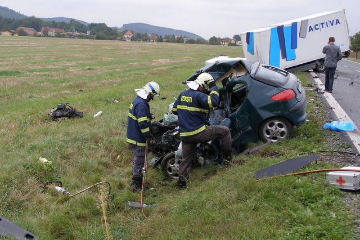 Nehoda osobního a nákladního auta
