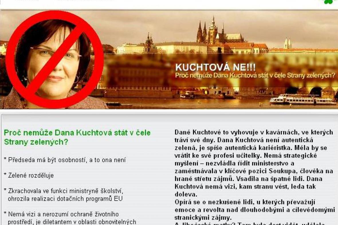 Stránky napadající Danu Kuchtovou